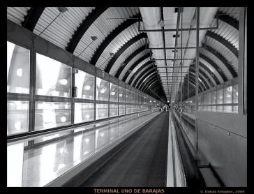 DSCN1560_terminal_aeropuerto_bn